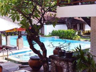 Balisani Padma Hotel Bali - Pool Bar
