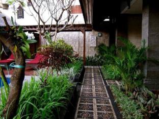 Ari Putri Hotel Bali - Tampilan Luar Hotel