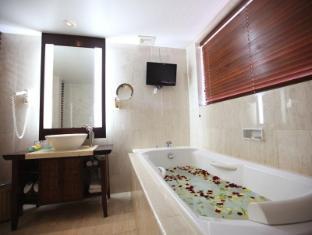 Ramayana Resort & Spa Bali - Bathroom