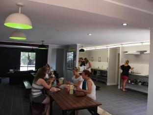 Base Airlie Beach Resort Whitsunday Islands - Base Airlie Beach Kitchen