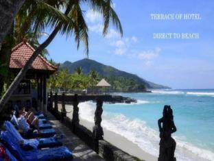 Anom Beach Hotel Candidasa Bali - Strand