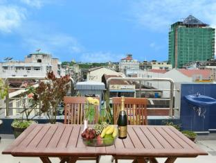 Hotel Grand United Chinatown Yangon - Penthouse Suite Pagoda View with King Bed
