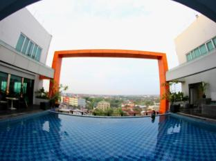 Grand Central Hotel Pekanbaru Pekanbaru - Swimming Pool