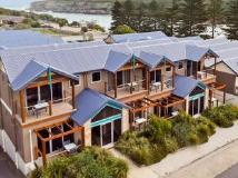 Sea Foam Villas: exterior