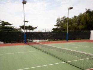 ONE15 Marina Club Singapore - Tennis Court