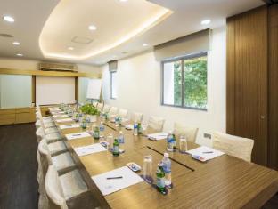 ONE15 Marina Club Singapore - Meeting Room