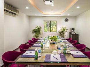 ONE15 Marina Club Singapore - Chart Room