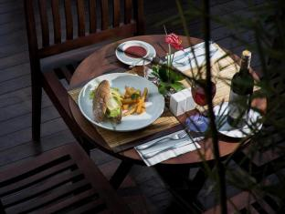 Park Regis Kuta Hotel Bali - Food and Beverages