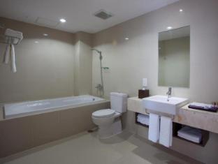 Park Regis Kuta Hotel Bali - Bathroom