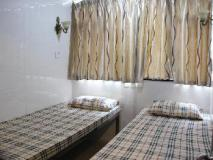 Pay-Less Guest House: guest room