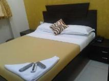 Ascot Inn: guest room
