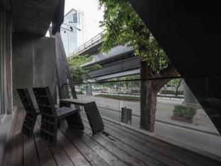 트라이브 더 호스텔 - 팟퐁 바이 더 벨 방콕 - 발코니/테라스