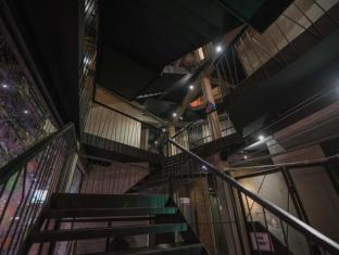 트라이브 더 호스텔 - 팟퐁 바이 더 벨 방콕 - 호텔 인테리어