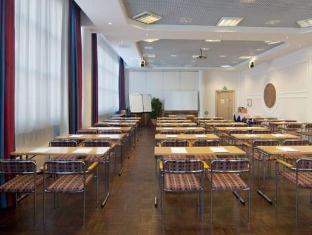 Holiday Inn Tampere Hotel Tampere - Koosolekuruum