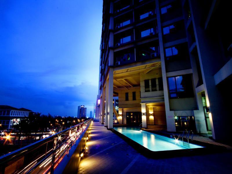 Mandarin Plaza Hotel1