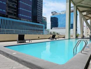 Mandarin Plaza Hotel Cebu - Swimming Pool