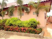 Phanthong Guesthouse: exterior