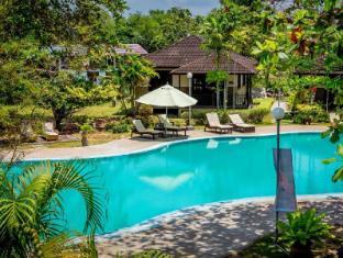 Beringgis Beach Resort & Spa Kota Kinabalusas - Baseinas