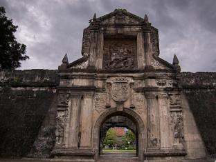 Dela Chambre Hotel Manila - Nearby Intramurous