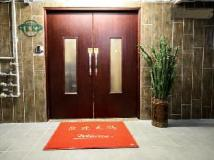 KK Hotel: entrance