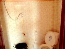 Dan Ngum Guesthouse: bathroom