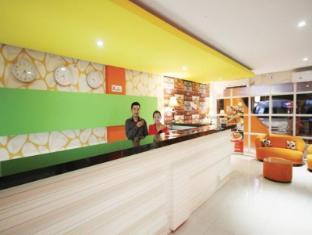 Tab Hotel Surabaya - Resepsionis