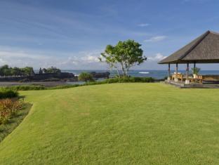 Ombak Laut Villa