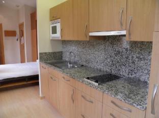 Apartments Sant Jordi Santa Anna Barcelona - Kitchen