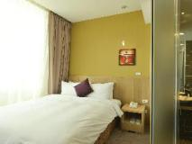 In Young Hotel: guest room