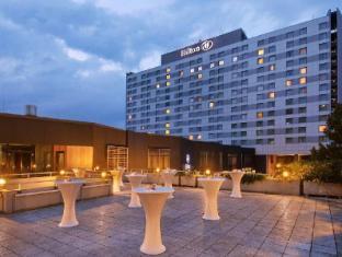 /hilton-dusseldorf-hotel/hotel/dusseldorf-de.html?asq=vrkGgIUsL%2bbahMd1T3QaFc8vtOD6pz9C2Mlrix6aGww%3d