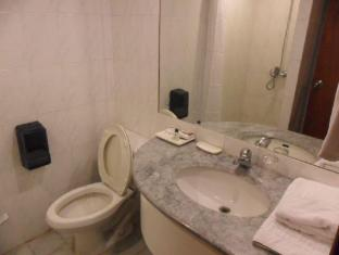 Atrium Hotel Manila - 2 Bedroom Suite Bathroom