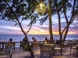 Mango Bay Resort Phu Quoc Island - Restaurant Front Deck