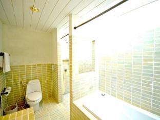 Iyara Beach Hotel & Plaza Samui - Bathroom
