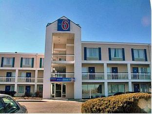 /motel-6-rockford/hotel/rockford-il-us.html?asq=jGXBHFvRg5Z51Emf%2fbXG4w%3d%3d