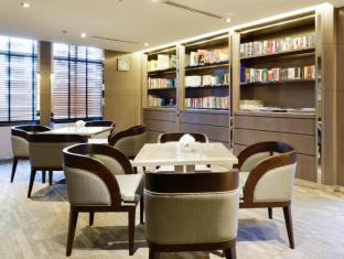 Centre Point Hotel Chidlom Bangkok - Library with Coffee/Tea