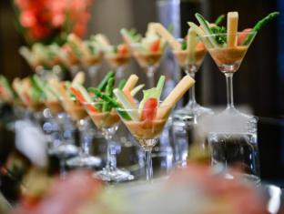 Centre Point Hotel Chidlom Bangkok - Unique Cocktail Arrangement