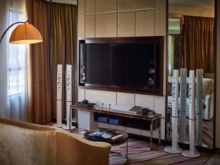 Cosmopolitan Hotel Hong Kong - Guest Room