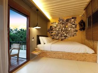 Snooze Box Hotel