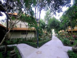 Melasti Beach Resort & Spa Bali - Garden