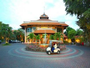 Equator Hotel Surabaja - Entrada