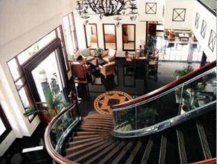 Equator Hotel Surabaja - Vestíbulo