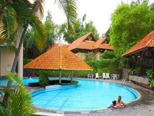 Equator Hotel Сурабая - Басейн