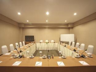 Elmi Hotel Сурабая - Комната для переговоров
