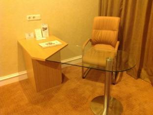 Surabaya Suites Hotel Surabaya - Chambre