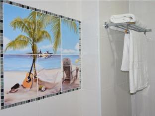J Two S Pratunam Hotel Bangkok - Bathroom