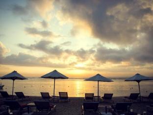 Segara Village Hotel Bali - Beach