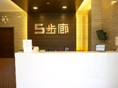 5footway.inn Project Ponte 16 | Macau Budget Hotels