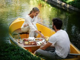 Kamandalu Ubud Resort Bali - Picnic Lunch on the boat