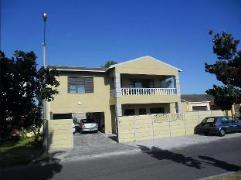 Navine's Homestay | Cheap Hotels in Cape Town South Africa