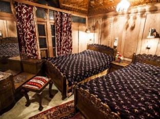 /khan-palace-group-of-houseboats/hotel/srinagar-in.html?asq=jGXBHFvRg5Z51Emf%2fbXG4w%3d%3d